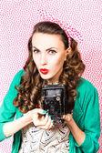 Vrouw met fotocamera — Stockfoto