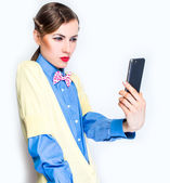 Pretty girl take a self portrait with her smart phone — Stock Photo