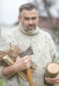 Portrait of man with axe — Stockfoto