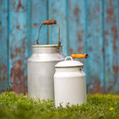 Milk cans on wooden vintage background — Foto Stock