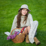 Beautiful girl in hat — Stock Photo