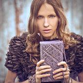 Dramatic fashion portrait — Stockfoto