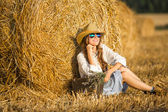 Beautiful model girl dressed in casual dress on the field in sunlight — Stock Photo