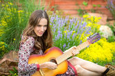Beauty woman with guitar — Stock Photo