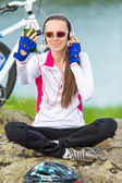 Young woman cyclist takes a selfie — Stock Photo