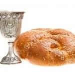 Challah and Kiddush cup — Stock Photo #43085513
