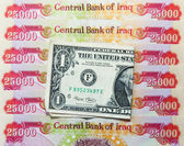 Iraqi Dinars and American Dollar — Stock Photo