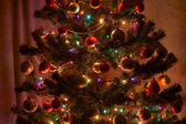 Сhristmas tree with lights and decoration in dark room — Foto de Stock