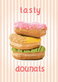 Beautiful isolated donuts in heap — Vecteur