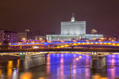 White House and Moscow River Embankment at Night — Zdjęcie stockowe