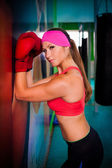 Woman red boxing gloves — 图库照片