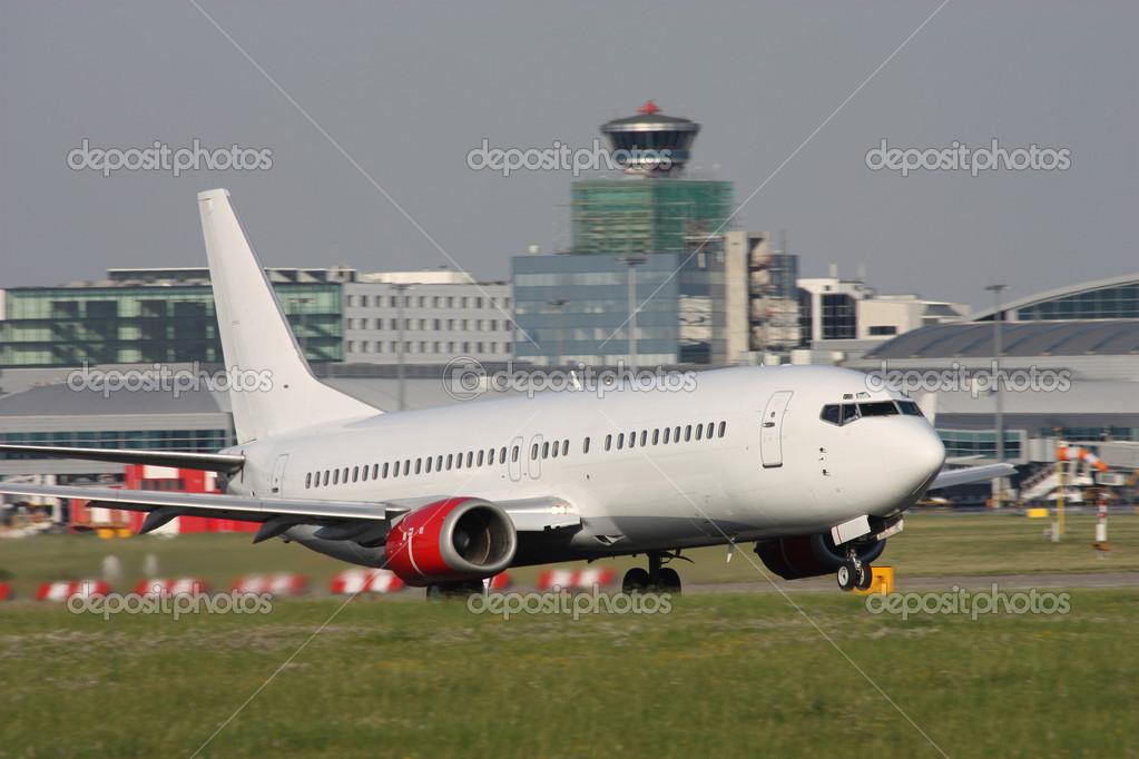 起飞的飞机 — 图库照片08senohrabek#44732213