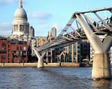 Millennium Bridge & St. Paul's Cathedral, London UK — Stock Video