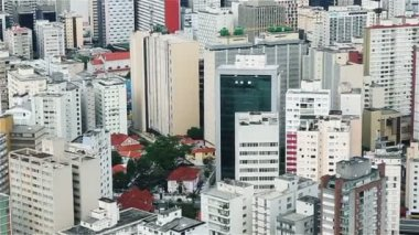 Aerial shot of city buildings — Stock Video