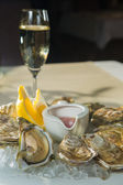 A platter of fresh organic raw oysters on ice — Foto Stock