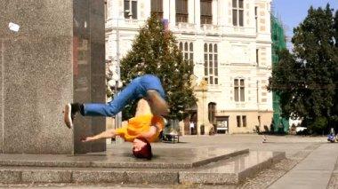 Breakdancer on the street — Stock Video