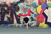 Teenager dancing on the street — Stock Photo