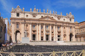 Chairs for mass before St. Peter's Cathedral. Vatican, Rome, Italy — Foto Stock
