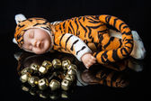 A baby tiger toy next to metal stone heart — Stock Photo