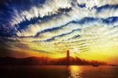 Hong Kong skyline in dramatic sunset — Stockfoto