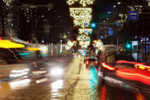 Busy city street at night — Stockfoto