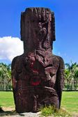 Two bird carvings on the back of an moai in Easter Island — Stock Photo