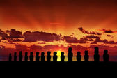 Fifteen silhouettes of standing moais at sunset in Easter Island — Stock Photo