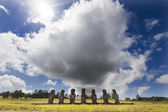 Seven Moais in Easter Island with a huge cloud behind — Stock fotografie