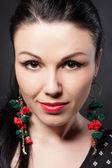 Beautiful closeup portrait of a young fashion woman. Beautiful makeup in retro style. Fashion jewelry. — Stock Photo