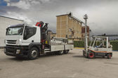 Fork lift load withe camion — Stockfoto