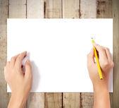 Lápiz en la mano escribiendo algo de goma — Foto de Stock