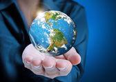 Globe, jord i hand — Stockfoto