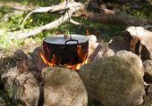 Garnek na ogniu — Zdjęcie stockowe