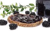 Toast with blackberry jam and fresh blackberries — Stock Photo