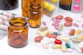 丸薬、錠剤やカプセルの組成 — ストック写真