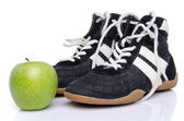 Fitness shoes with an apple — Stockfoto