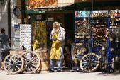 Продавец сувенир из Черногории. — Stock Photo