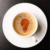 Идея. Кубок свежий эспрессо с колбы знаком, вид сверху — Стоковое фото
