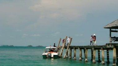 Passengers ship on the pier, full HD. — 图库视频影像