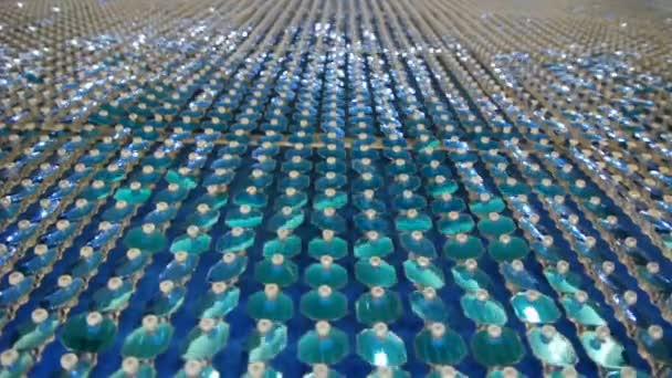 Fondo reflexivo en la pared, hd lleno de lentejuelas azul. — Vídeo de stock