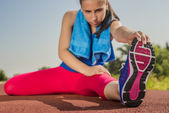 Athletic Woman - Stretches — Stock Photo