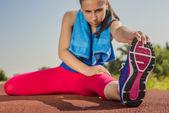 Atletische vrouw - rek — Stockfoto