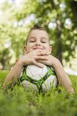 Chłopiec piłkę nożną — Zdjęcie stockowe