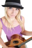 アコースティック ギターの帽子、美しい女の子 — ストック写真