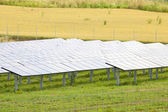 Solar panel on the field - electric power plant alternative energy — Stockfoto