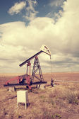 Oil pump, cloudy sky — Stock Photo