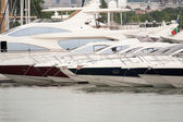 Moored luxury yachts stand on an anchor — Foto de Stock