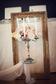 Antique candlestick with wedding bouquet. Wedding decoration — Stock Photo