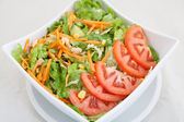 Close-up of fresh vegetable salad with tomatoes and carrots — Stok fotoğraf