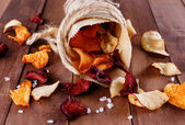 Healthy vegetable chips in a paper wrap with sea salt — Stock Photo